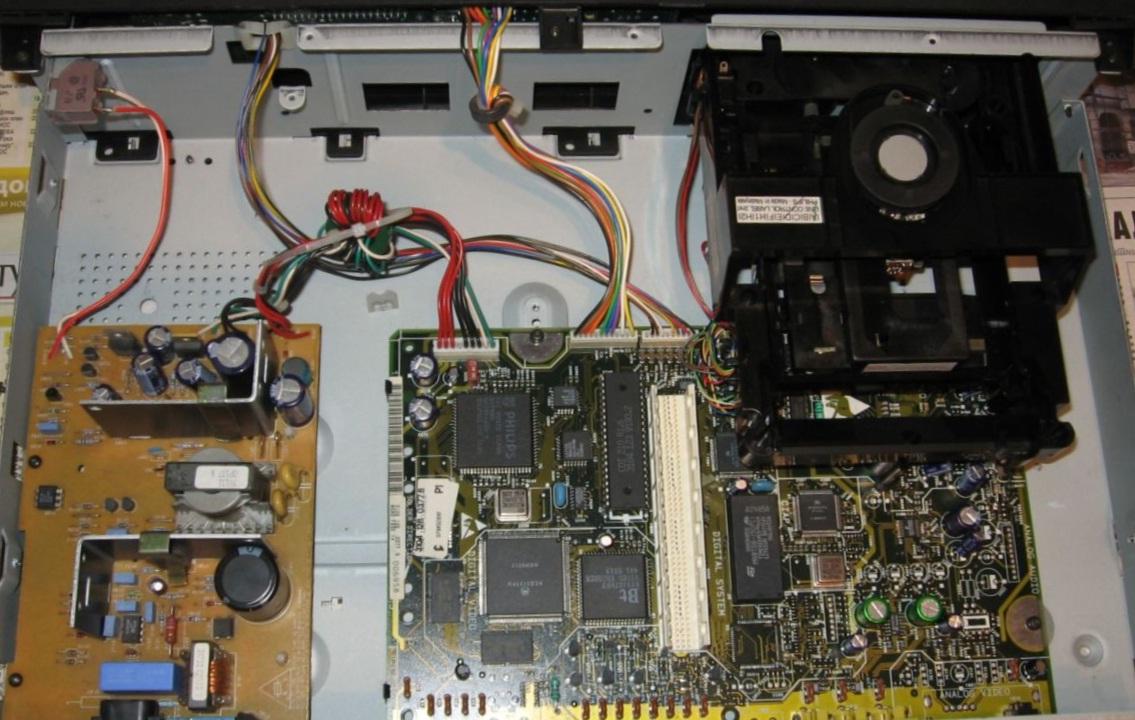 CDi-210 bez plasičnog ležišta za digitalnu karticu i bez same kartice.